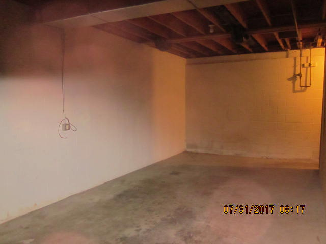 Full basement (Garage)